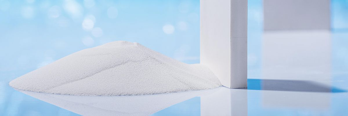 zirconium oxide powder and ceramic plate out of zirconium dioxide at IBU-tec tolling services or contract manufacturing after material development