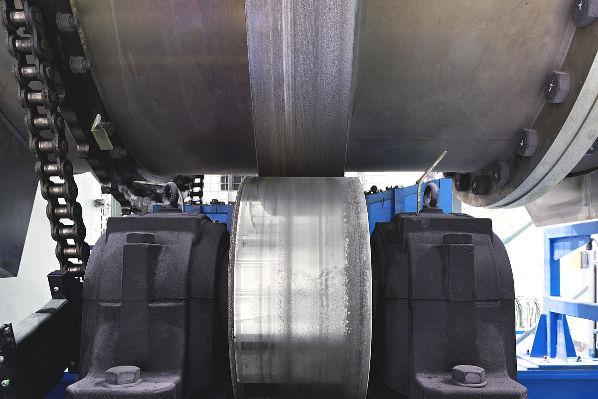 thrust rollers and bearing races of an indirect fired rotary kiln IDO 10 at IBU-tec