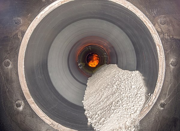 Indirect fired rotary kiln tube with bulk solid material and flame at IBU-tec for scale-up and process trials as well as tolling production with processes like calcination, drying and pyrolysis
